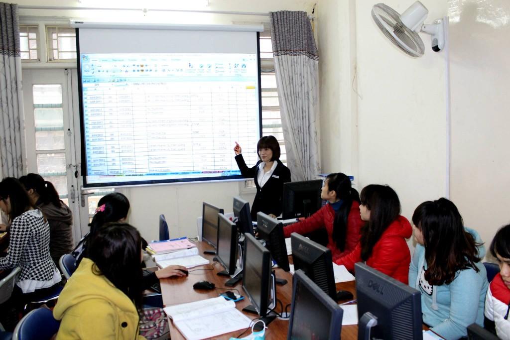 lop hoc ke toan tong hop 1024x683 Khóa học kế toán tổng hợp ngắn hạn tại Bắc Ninh